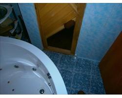ванна и дверь в сауну